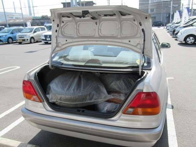 広々ラゲッジスペースで荷物も沢山積めます。