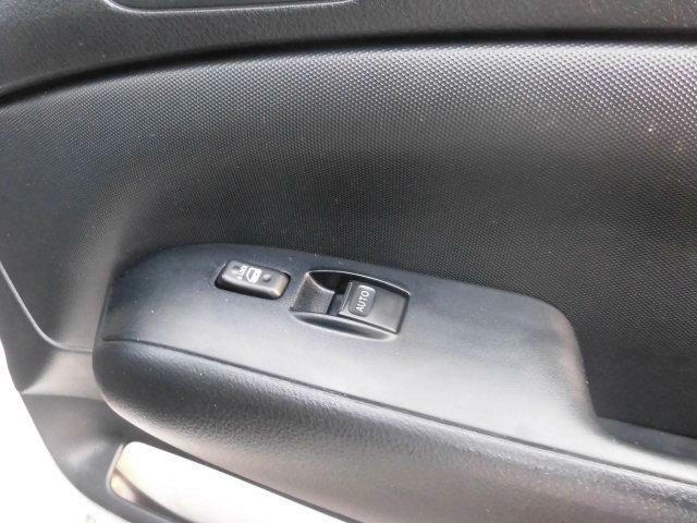 運転席パワーウインドウも毎日のドライブには欠かせませんね!