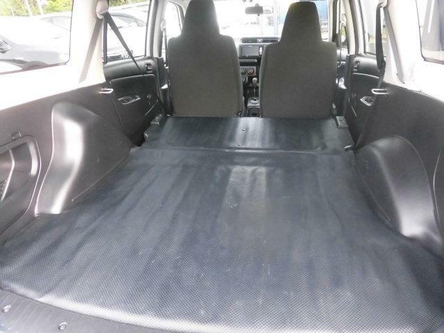 リヤシートをたためば広いスペースとしてご利用いただけます!