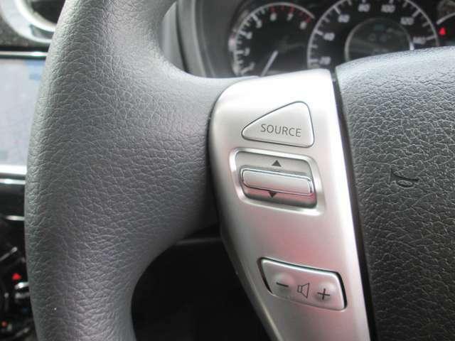 ステアリングに装備されたスイッチで運転中でも楽に音量の操作が可能です!目線をそらさずに行えますので安全です!
