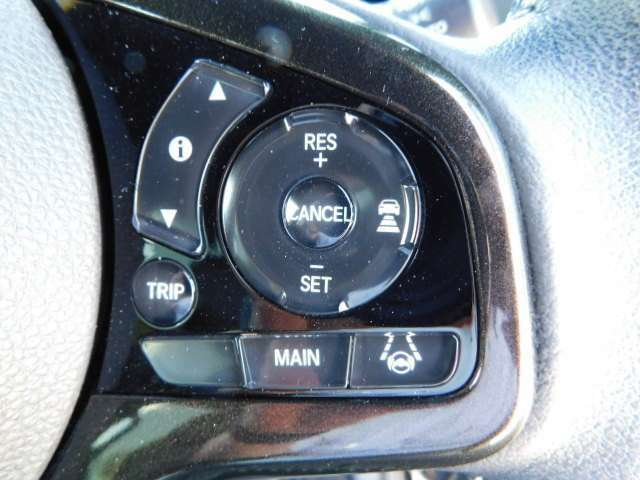 話題のホンダセンシング搭載モデル!高速道路は前車追従機能付き!高速走行も快適です。