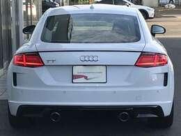 Audi 認定中古車ならではのクオリティ、高度な訓練・教育を受けたAudi専門のメカニックがご納車前に100項目にも及ぶ精密な点検を行います。お問合せはフリーダイヤル【0066-9711-222859】へ
