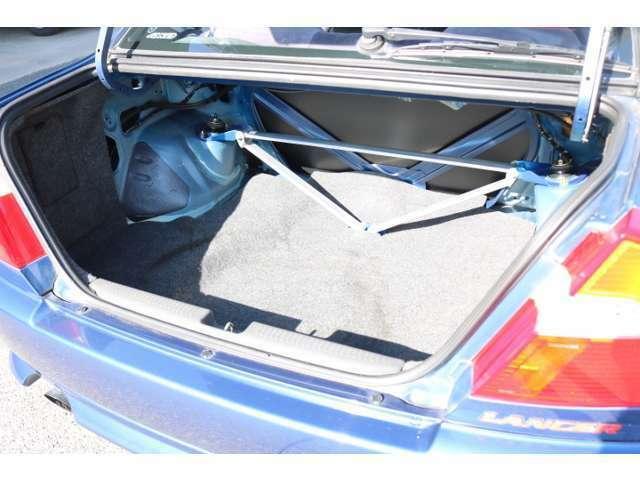 トランクも広々でたくさんお荷物を積載可能です!