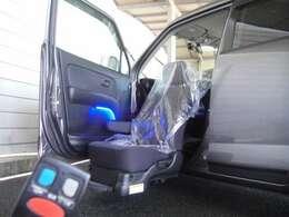 助手席電動リフト車!!リモコンでも操作可能です!!