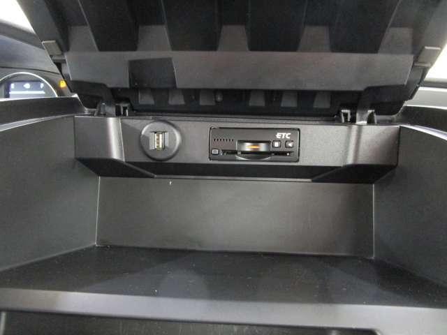 ビルトインETC車載器付き ETC再セットアップすれば、ETCカード挿入で高速道路のETCレーンをノンストップで通過できます。