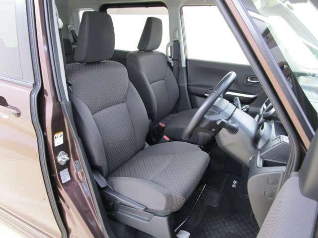 運転席の画像です。ハイトアジャスターを装備しています。