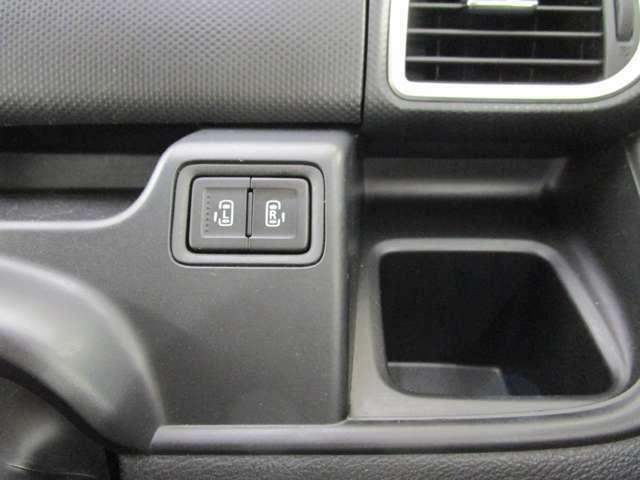 運転席から両側電動スライドドアは開閉可能