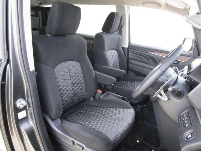 運転席パワーシート フロントシートヒーターを装備しております。