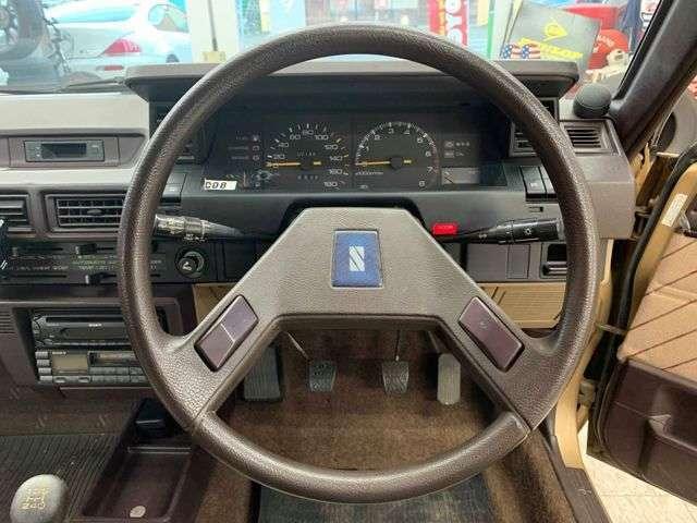 斬新なデザインの懐かしいステアリング!是非その手で握ってドライブを楽しんでください!