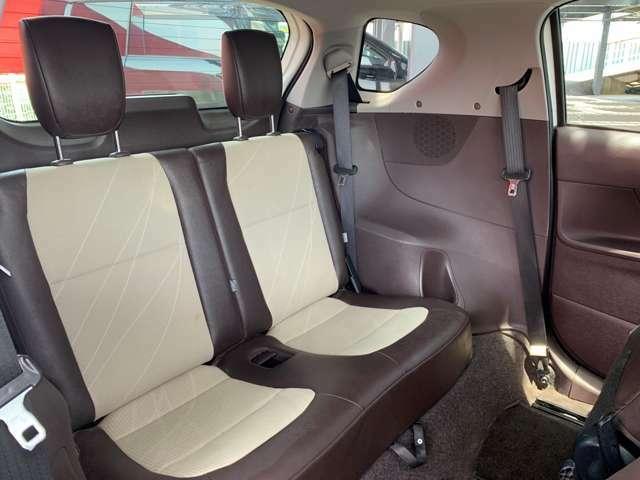 後部座席のヘッドレストは高めに配置されていて、大きさも大きめにつくられているので、座っていても疲れにくいです♪