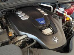 マセラティの100年の歴史が詰まった、3リッターV6ツインターボエンジン。是非店頭でその走りやエギゾーストを、肌で、耳でご体感ください。