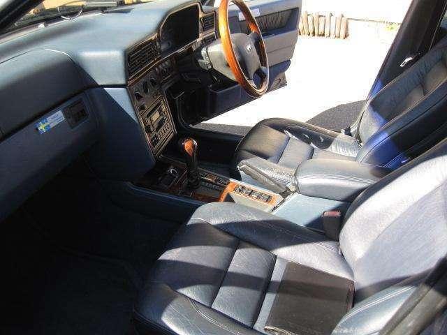 広々とした車内でゆったりとドライブを楽しんで・・・。
