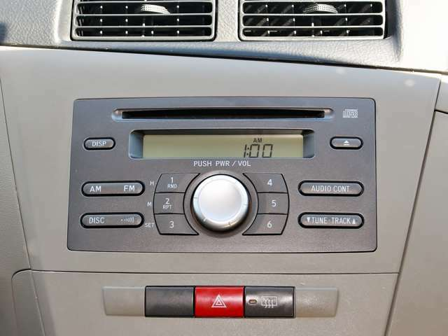 CDデッキもついています(^^)vドライブ中に音楽はつきもの♪お気に入りの音楽をBGMにドライブを満喫してください!!