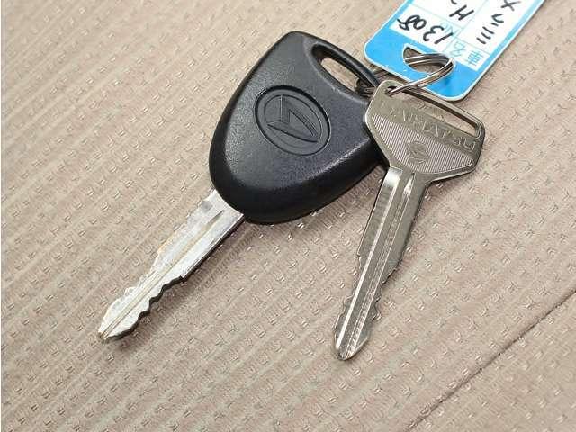 純正のキーレスです。ドアのロックも楽にできて、便利な機能ですね♪