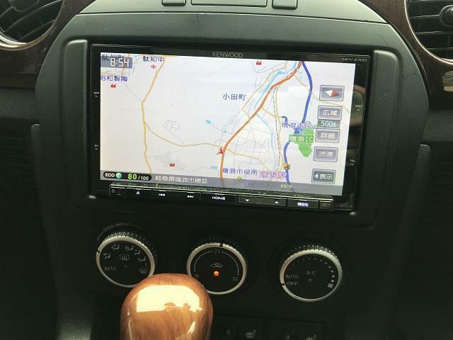 社外SDナビ付(フルセグTV対応)です。エアコンはオートエアコン機能付きですので車内の温度管理はお任せ!