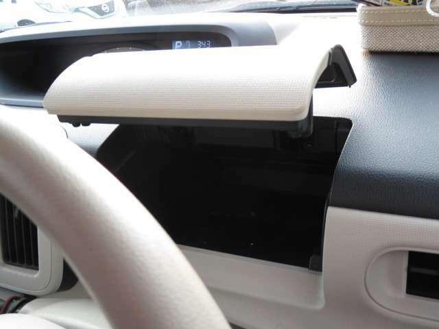 運転席前の収納です。