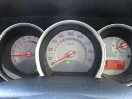 瞬間燃費表示もできるメーター。