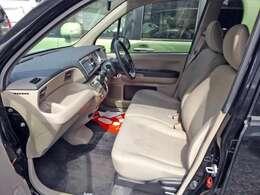 シートにはシミなどが若干あります。現車にてご確認ください。