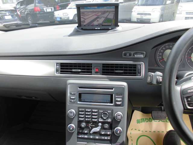車についていない装備やパーツなどもお気軽にご相談ください!アルミ・ETC・エンジンスターター・今流行りのドライブレコーダーなど取り付け可能です!