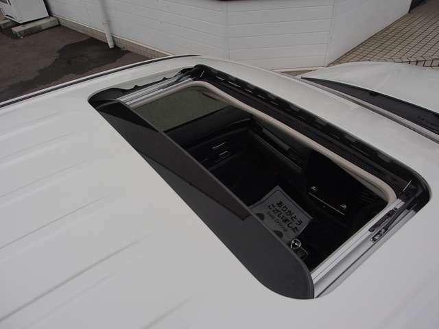電動スライド&チルト ガラスサンルーフ シェード付き
