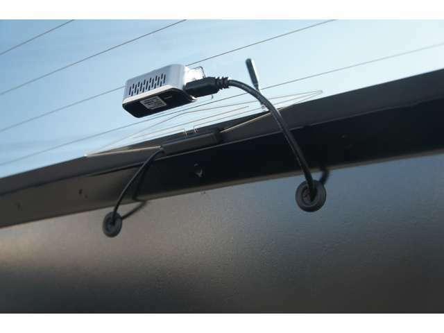 あおり運転対策にも安心な、リアカメラ付ドライブレコーダーを装備。