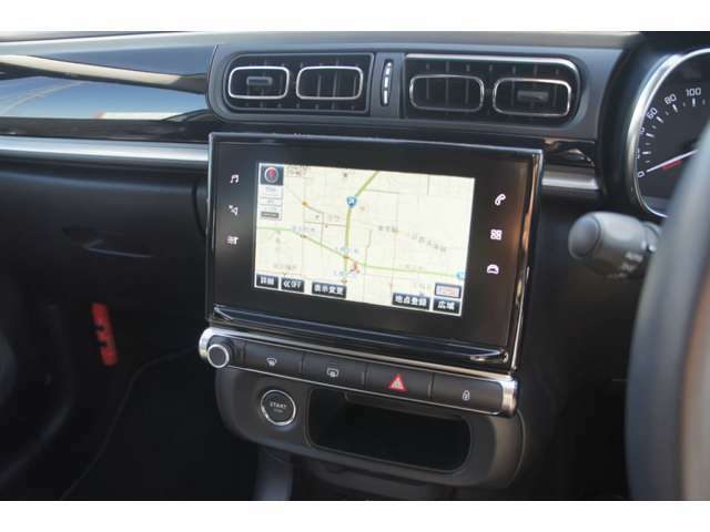 オプションの純正ナビゲーションを装備。地上デジタルテレビもお使い頂けます。