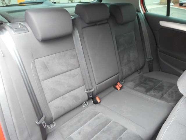 後部座席も同じくシミや破れもなく綺麗な状態です!!