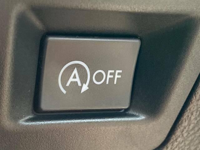 アイドリングストップ】クルマが停車すると自動的にエンジンを停止し、無駄な燃料消費や排出ガスを抑えます。素早くエンジンを再始動させるなど、ドライバーの感覚とズレのない自然な制御を目指しています。