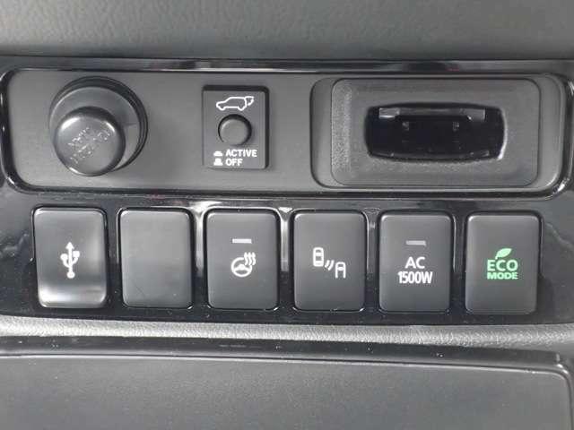 センターコンソール部にUSBコネクター ステアリングヒーター 後側方車両検知システム AC100Vコンセントメインスイッチ ECOモード切り替えスイッチ付き