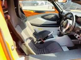 【フロントシート】 広々使えるフロントシートで快適ドライブ♪