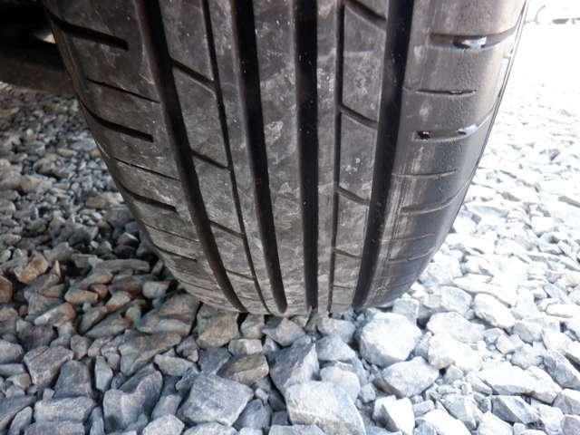 タイヤは4本共に5分山程残っております!