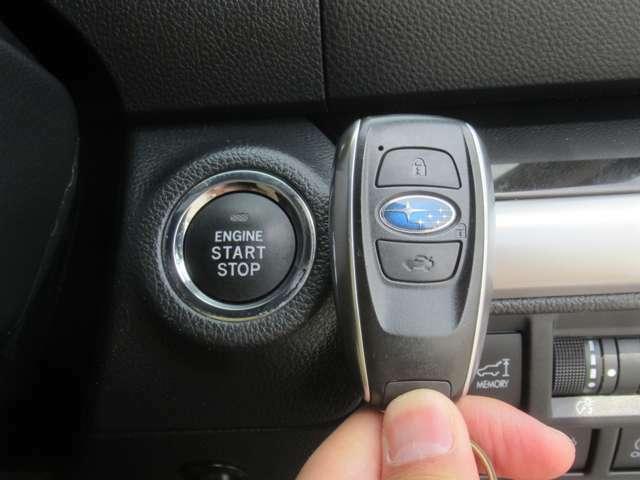 便利なスマートキー車です! 持っているだけでドアの開閉からエンジン始動までボタン操作だけでOK♪