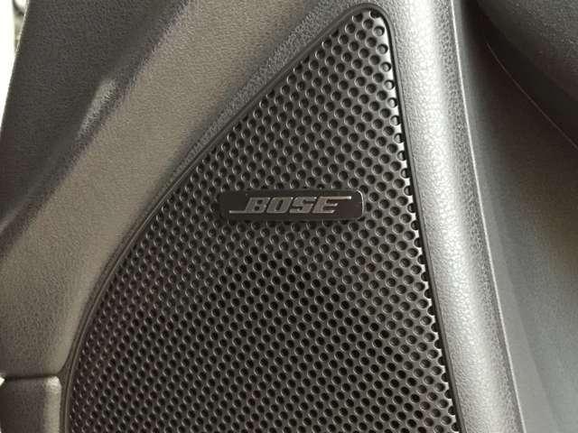 車のパワーをサウンドで体感。インテリアに合わせてチューニングされた、豊かで広がりのある音。入念かつ精密に設計されたスピーカーが、上質なパフォーマンスを発揮します。