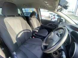 ゆとりある運転席で快適にドライブを楽しむことができます!
