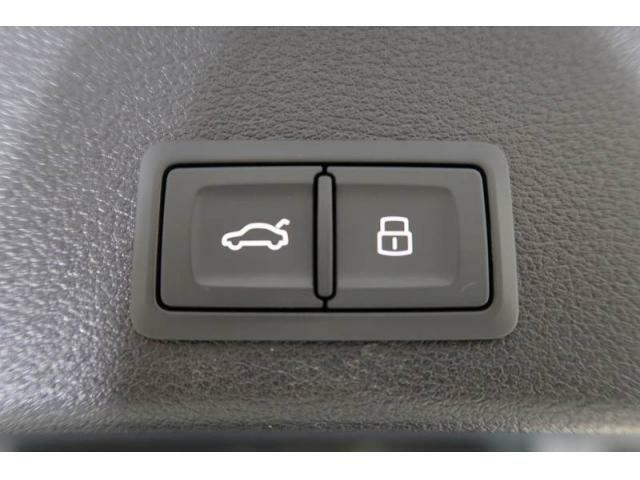 オートマチックテールゲート『ボタン一つでリアゲートの開閉が可能です。』