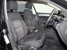 乗降しやすく、ロングドライブでも疲れにくいフォルクスワーゲン独自のシート構造。