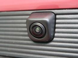 クルマを真上から見ているかのように、周囲の状況を把握しながら安心して駐車が行えるアラウンドビューモニター。