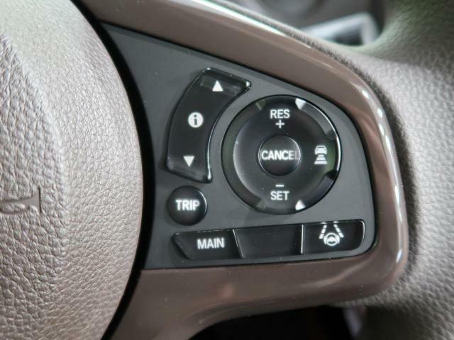 ☆アダプティブクルーズコントロール(ACC)☆高速道路で便利な自動で速度を保つクルーズコントロールが、衝突軽減システムと連携し、前方の車両を感知して車間を保つように速度調節してくれます!!