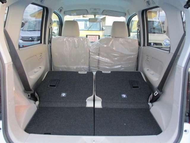 後席シートを収納すればさらに充実の収納空間!