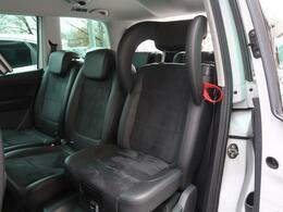 ●イングレーテッドチャイルドシート(2列目左右)¥66.000『お子様が快適かつ安全な乗車ができるようにする装備搭載♪』