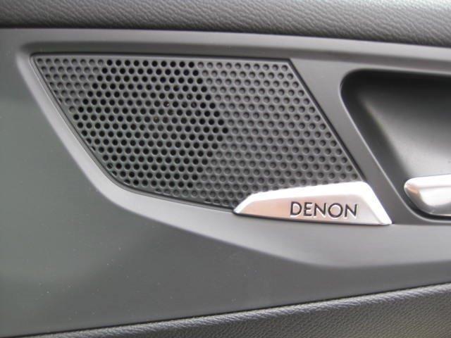 フェイスリフト前モデルのみに搭載されている DENON のスピーカー。