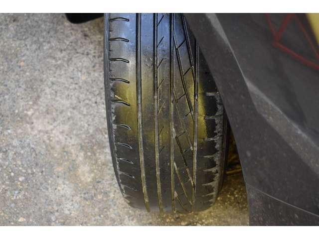タイヤの残量は4分山程度です!