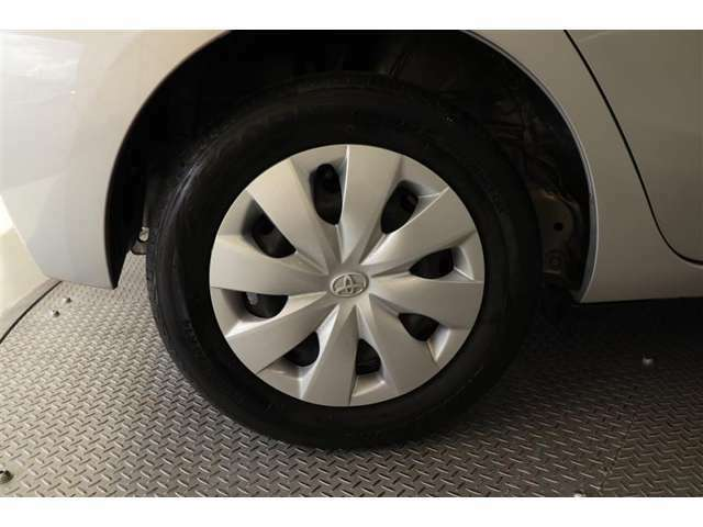 スチールホイール【タイヤサイズ165/70R14】純正ホイールキャップです♪車体の雰囲気と合っているのは純正品ならではですね!