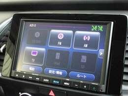 ナビゲーションはホンダ純正8インチメモリーナビ(VXM-205VFEi)が装着されております。AM、FM、CD、DVD再生、フルセグTV、Bluetoothがご使用いただけます。初めて訪れた場所でも道に迷わず