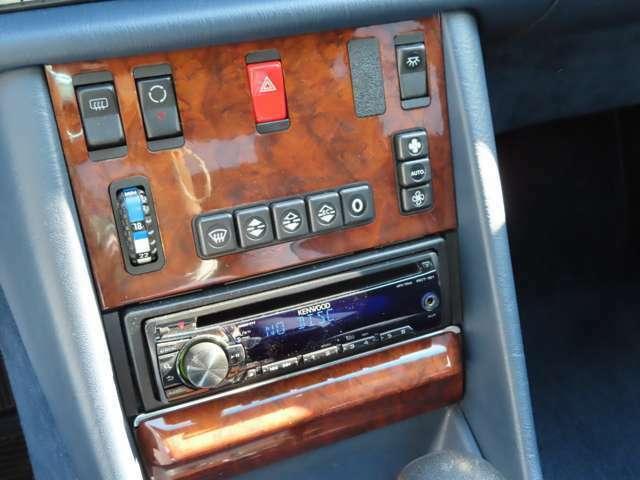 当時として最新装備であったオートエアコンを装備しております。