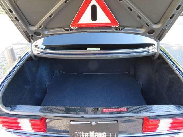 トランクは全長502cm、全幅182cmがあるだけに大きなお荷物も問題ありません。