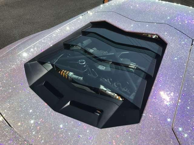 ガラスエンジンフードを装備しております。