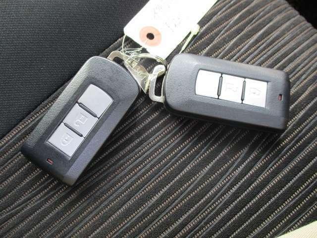 ハンズフリーで操作ができるインテリジェントキーです。キーがポケットやカバンの中でもドアのリクエストスイッチで開閉などの操作ができます。