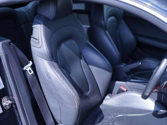 運転席・助手席も比較的きれいな状態となっております!