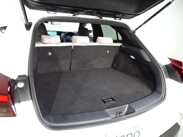 レクサスは、先進性とエレガンスが融合し、すぐれた操縦安定性と上質な乗り心地が魅力です。